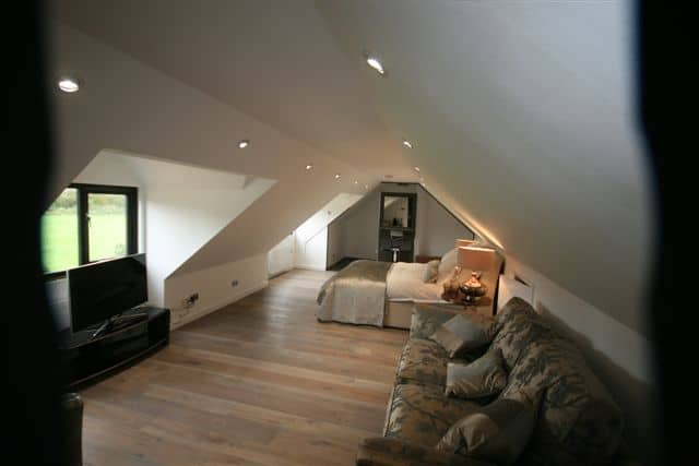Room above Garage in Bedfordshire 7